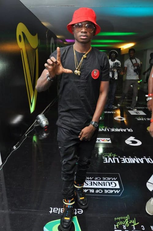"No big deal signing on fans' boobs ""Lil Kesh"" 